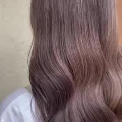 ダブルカラー ベージュ ミルクティーベージュ ロング ヘアスタイルや髪型の写真・画像