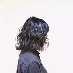 ミディアム ナチュラル 波ウェーブ グレージュ ヘアスタイルや髪型の写真・画像