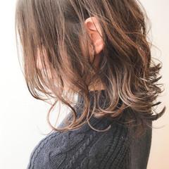 コンサバ デジタルパーマ 大人かわいい セミロング ヘアスタイルや髪型の写真・画像