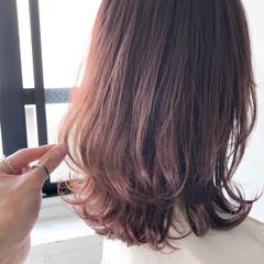 ミディアム フェミニン 流し前髪 くびれカール ヘアスタイルや髪型の写真・画像