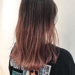 ピンク グラデーションカラー グラデーション セミロング ヘアスタイルや髪型の写真・画像