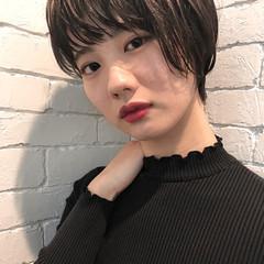 ショート イルミナカラー モード グレージュ ヘアスタイルや髪型の写真・画像