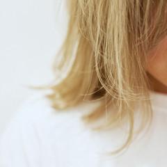 外ハネボブ ブリーチカラー ハイトーンカラー ボブ ヘアスタイルや髪型の写真・画像
