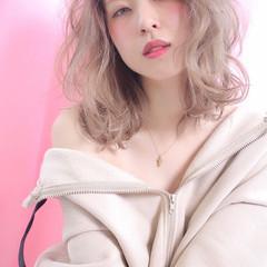 ミルクティー 透明感カラー ミルクティーベージュ ホワイトカラー ヘアスタイルや髪型の写真・画像