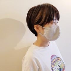 小顔ショート デザインカラー ハイライト ナチュラル ヘアスタイルや髪型の写真・画像