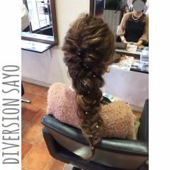編み込み ナチュラル まとめ髪 ディズニー ヘアスタイルや髪型の写真・画像