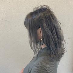 デート ミディアム グレージュ 外国人風 ヘアスタイルや髪型の写真・画像