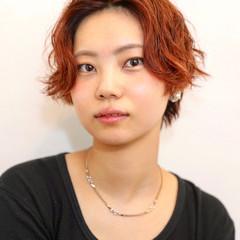 ハイライト オレンジ ショート オレンジブラウン ヘアスタイルや髪型の写真・画像