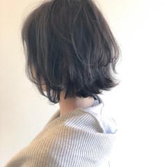 アッシュグレージュ 外ハネ ゆるふわ 大人かわいい ヘアスタイルや髪型の写真・画像