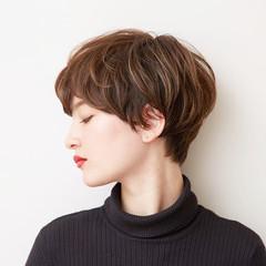 ショート かっこいい ハイライト 前下がり ヘアスタイルや髪型の写真・画像