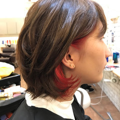 インナーカラー モード ダブルカラー レッド ヘアスタイルや髪型の写真・画像