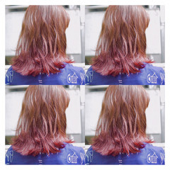 ミディアム ガーリー 外ハネ インナーカラー ヘアスタイルや髪型の写真・画像
