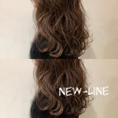 無造作 波ウェーブ ひし形 ナチュラル ヘアスタイルや髪型の写真・画像