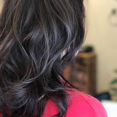 セミロング イルミナカラー ナチュラル 巻き髪 ヘアスタイルや髪型の写真・画像