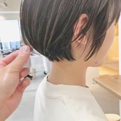 大人女子 ショート 切りっぱなしボブ ナチュラル ヘアスタイルや髪型の写真・画像