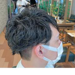 メンズパーマ メンズマッシュ ナチュラル 無造作パーマ ヘアスタイルや髪型の写真・画像