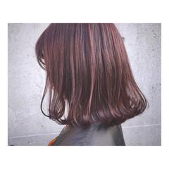 ピンク 透明感 レッド ストリート ヘアスタイルや髪型の写真・画像