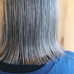 ボブ ホワイトカラー アンニュイほつれヘア ストリート ヘアスタイルや髪型の写真・画像