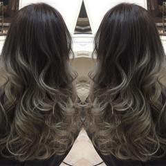 グラデーションカラー ロング アッシュ 暗髪 ヘアスタイルや髪型の写真・画像