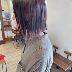 ボブ ぱっつん ナチュラル グレージュ ヘアスタイルや髪型の写真・画像