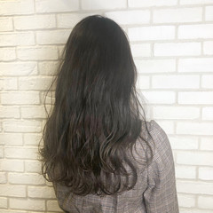 オフィス デート ロング グレージュ ヘアスタイルや髪型の写真・画像