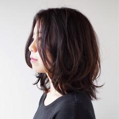 ミディアム センター分け 外ハネ ノームコア ヘアスタイルや髪型の写真・画像
