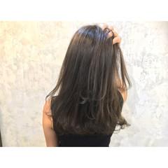 アッシュ ハイライト 暗髪 外ハネ ヘアスタイルや髪型の写真・画像