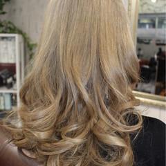 モード ロング グレージュ シルバー ヘアスタイルや髪型の写真・画像