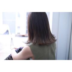 ミディアム グラデーションカラー リラックス 暗髪 ヘアスタイルや髪型の写真・画像
