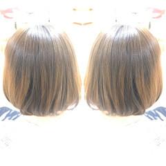 ショートヘア 切りっぱなしボブ ナチュラル インナーカラー ヘアスタイルや髪型の写真・画像