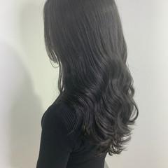 ダークカラー ナチュラル ロング シルバーグレー ヘアスタイルや髪型の写真・画像