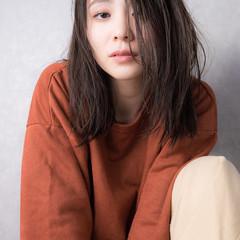外国人風カラー 簡単ヘアアレンジ グレージュ セミロング ヘアスタイルや髪型の写真・画像