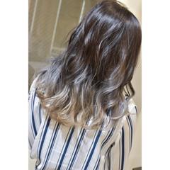 グラデーション グラデーションカラー セミロング ホワイトベージュ ヘアスタイルや髪型の写真・画像