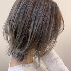 ミディアム ストリート グレー ダブルカラー ヘアスタイルや髪型の写真・画像