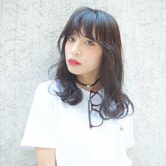 セミロング ストリート ワイドバング 暗髪 ヘアスタイルや髪型の写真・画像