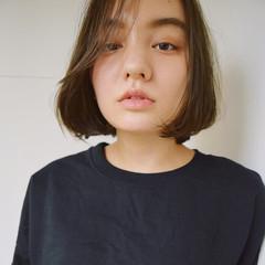 外国人風 冬 前髪あり 暗髪 ヘアスタイルや髪型の写真・画像