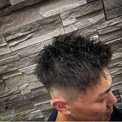 メンズヘア フェードカット メンズ ツイスト ヘアスタイルや髪型の写真・画像