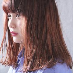 オレンジベージュ オレンジブラウン オレンジ セミロング ヘアスタイルや髪型の写真・画像
