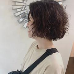 外国人風パーマ ショートボブ 無造作パーマ ボブ ヘアスタイルや髪型の写真・画像
