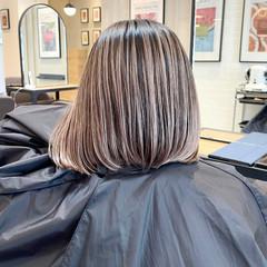 ボブ ホワイトベージュ アッシュベージュ 前下がりボブ ヘアスタイルや髪型の写真・画像