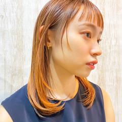 オレンジカラー ナチュラル ミディアムレイヤー インナーカラー ヘアスタイルや髪型の写真・画像