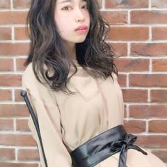 女子会 リラックス ウェーブ ナチュラル ヘアスタイルや髪型の写真・画像