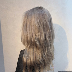 ホワイトブリーチ ホワイトグレージュ ガーリー ホワイトベージュ ヘアスタイルや髪型の写真・画像