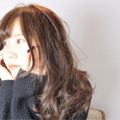 フリンジバング フェミニン 外国人風カラー イルミナカラー ヘアスタイルや髪型の写真・画像