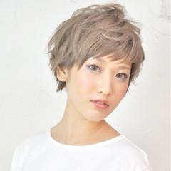 ショート モード グレージュ 外国人風 ヘアスタイルや髪型の写真・画像