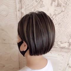 ミニボブ ショートヘア ハイライト ダークグレー ヘアスタイルや髪型の写真・画像