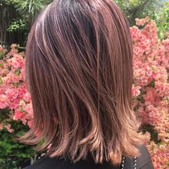 ベリーピンク 切りっぱなしボブ ピンク フェミニン ヘアスタイルや髪型の写真・画像