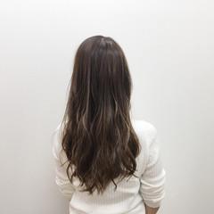 ロング 透明感 グレージュ ハイライト ヘアスタイルや髪型の写真・画像