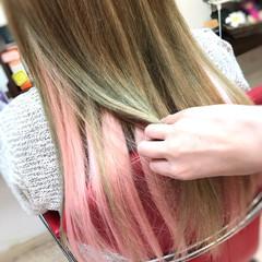 インナーカラー ハイトーン ロング ガーリー ヘアスタイルや髪型の写真・画像