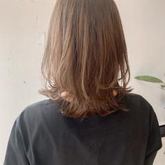 外ハネ シアーベージュ ミディアムレイヤー ミディアム ヘアスタイルや髪型の写真・画像